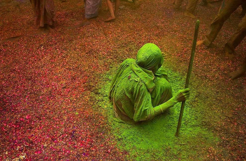 donne-vedove-india-holi-festival-colori-fotografia-06