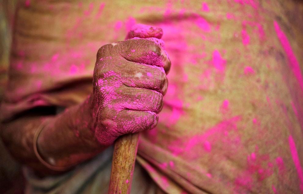donne-vedove-india-holi-festival-colori-fotografia-10