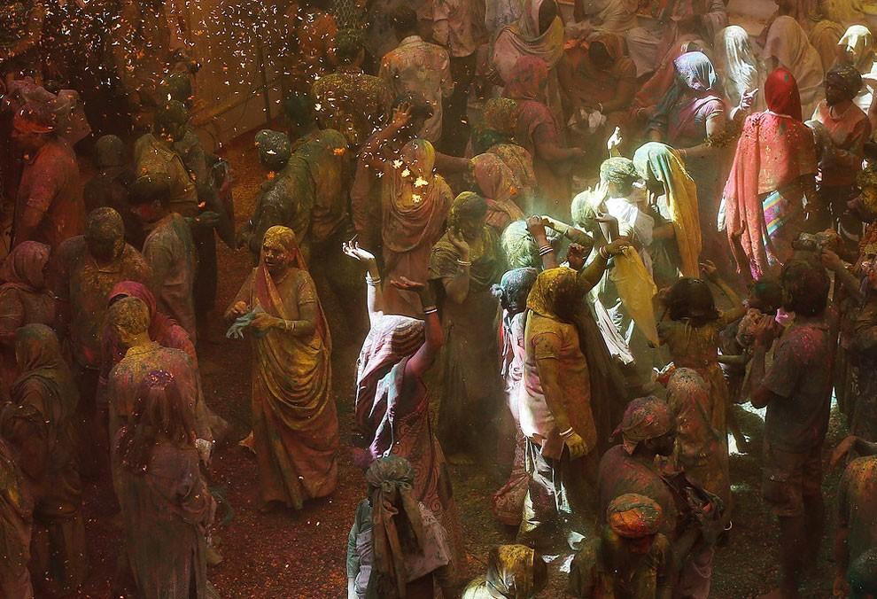 donne-vedove-india-holi-festival-colori-fotografia-14