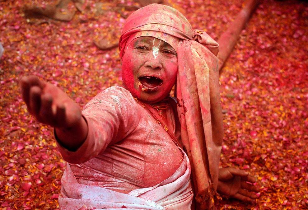 donne-vedove-india-holi-festival-colori-fotografia-15