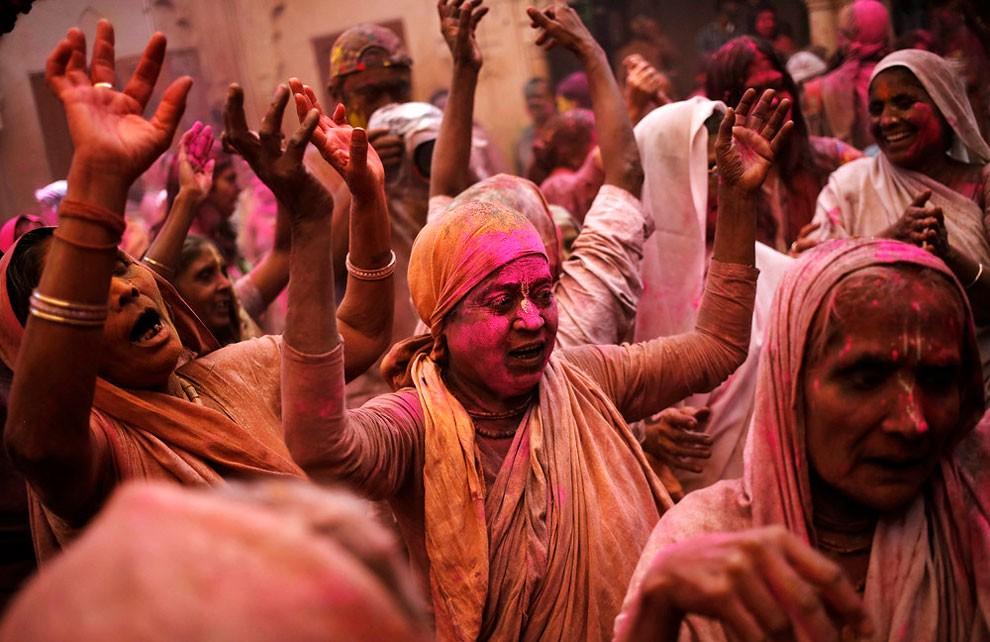 donne-vedove-india-holi-festival-colori-fotografia-16