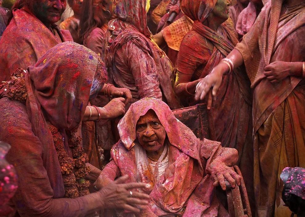 donne-vedove-india-holi-festival-colori-fotografia-17