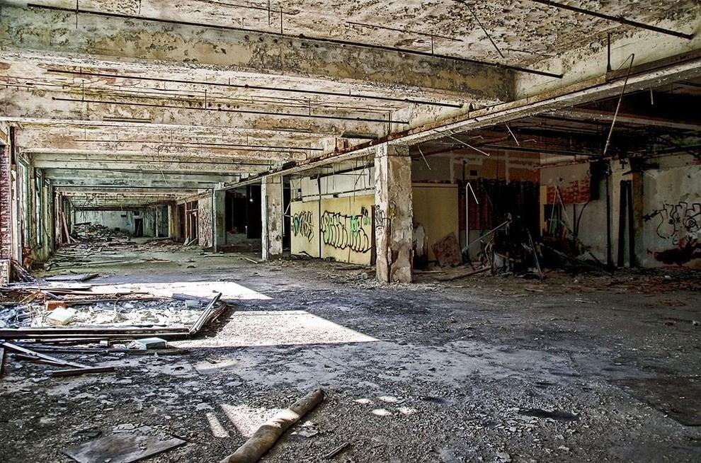 edifici-fatiscenti-detroit-citta-fantasma-06