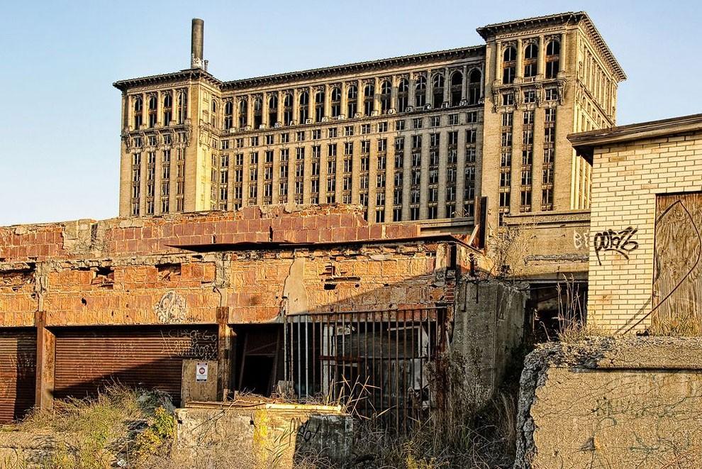 edifici-fatiscenti-detroit-citta-fantasma-14