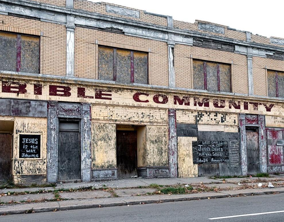 edifici-fatiscenti-detroit-citta-fantasma-15