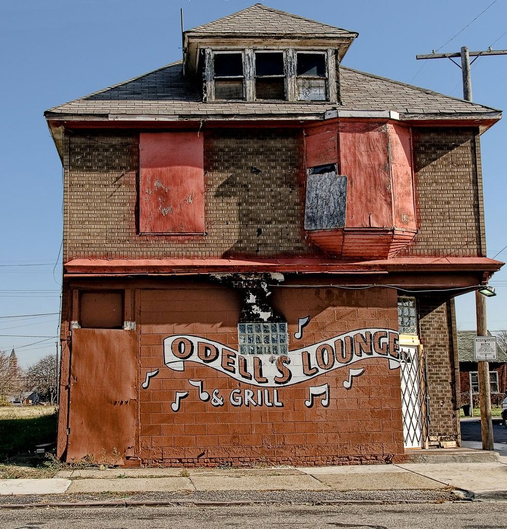 edifici-fatiscenti-detroit-citta-fantasma-19