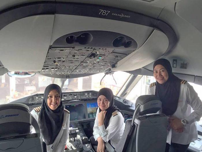 equipaggio-donne-aereo-atterra-arabia-saudita-1