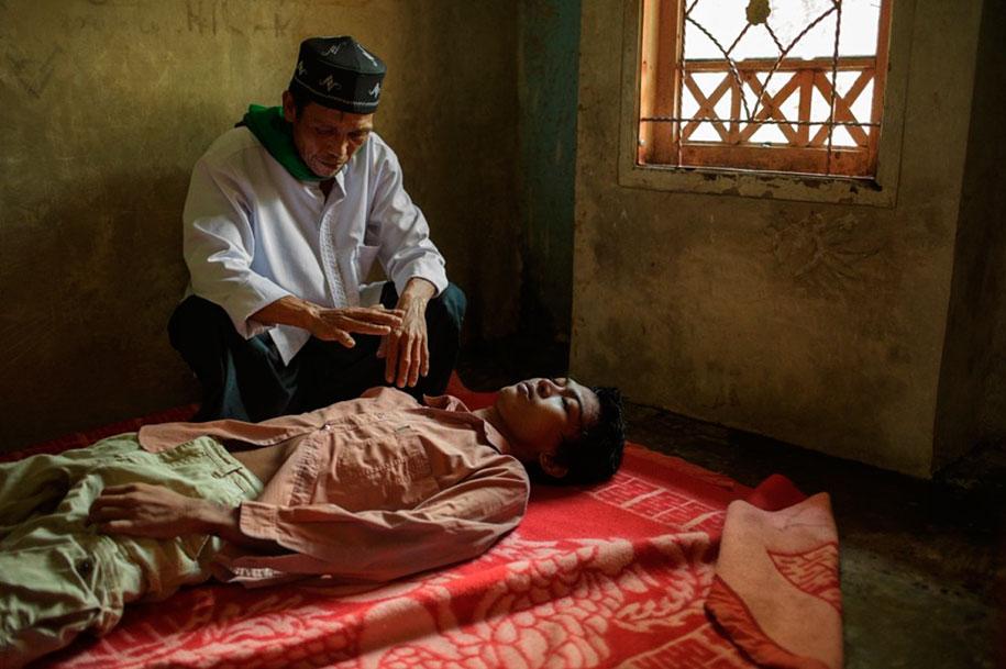 foto-scioccanti-malati-mentali-indonesia-andrea-star-reese-07