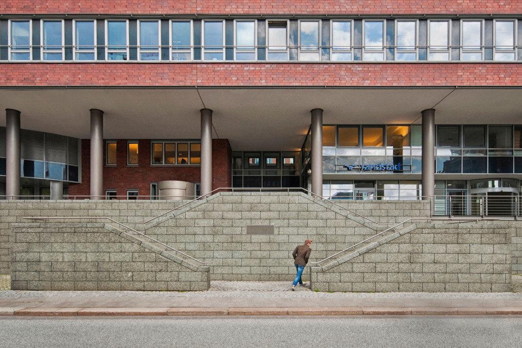 fotografia-citta-deserte-spazi-urbani-lorenzo-linthout-14-Hamburg-1074x716