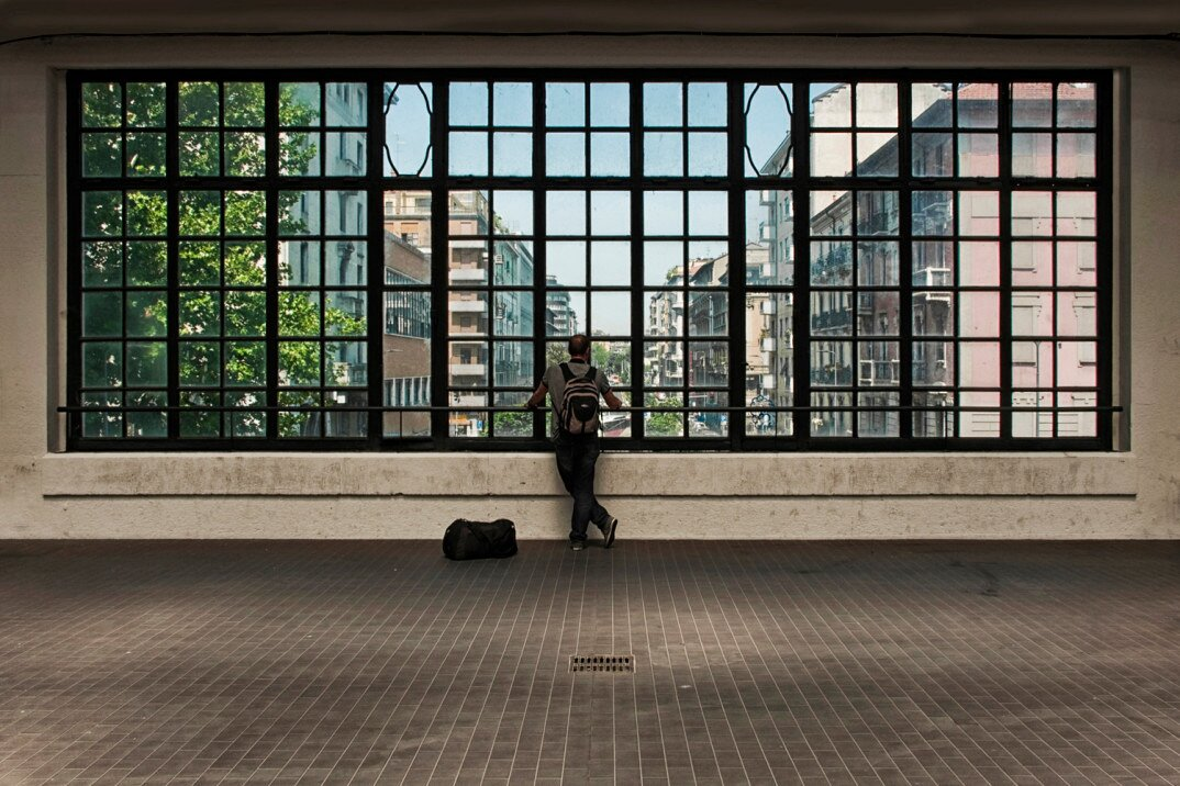 fotografia-citta-deserte-spazi-urbani-lorenzo-linthout-19-Milano-1074x716