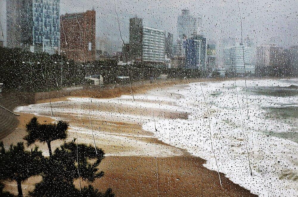 fotografia-citta-mondo-pioggia-christophe-jacrot-11