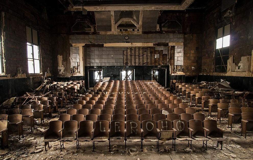 fotografia-edifici-abbandonati-america-jonny-joo-13