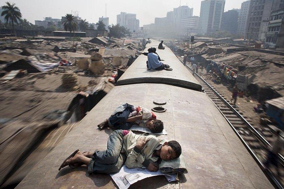 fotografia-lavoratori-bangladesh-tetto-treno-gmb-akash-01