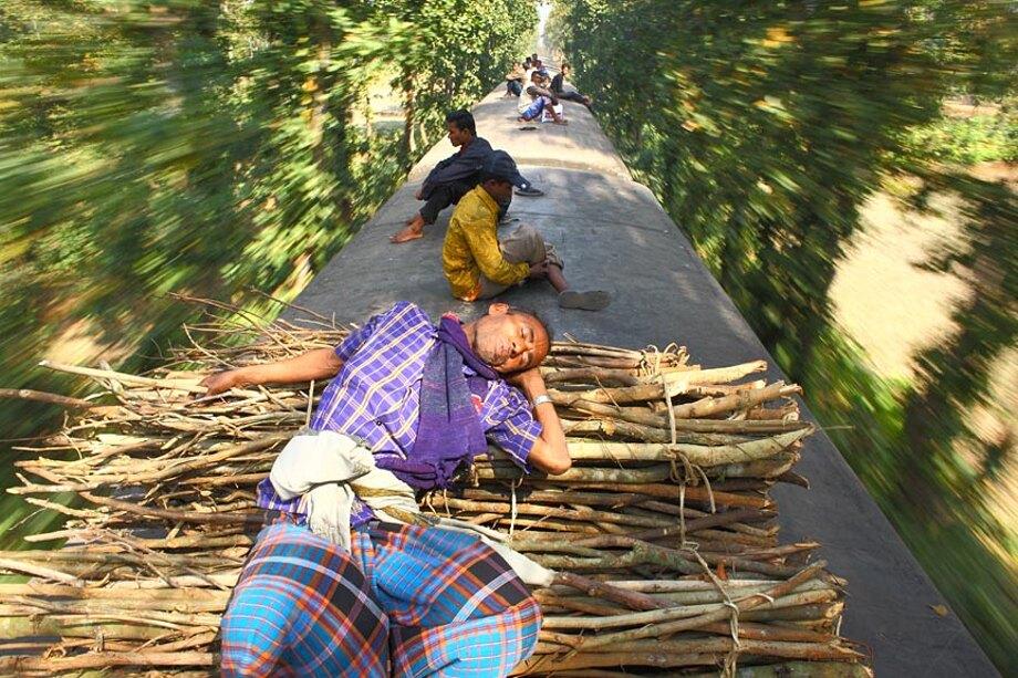 fotografia-lavoratori-bangladesh-tetto-treno-gmb-akash-02