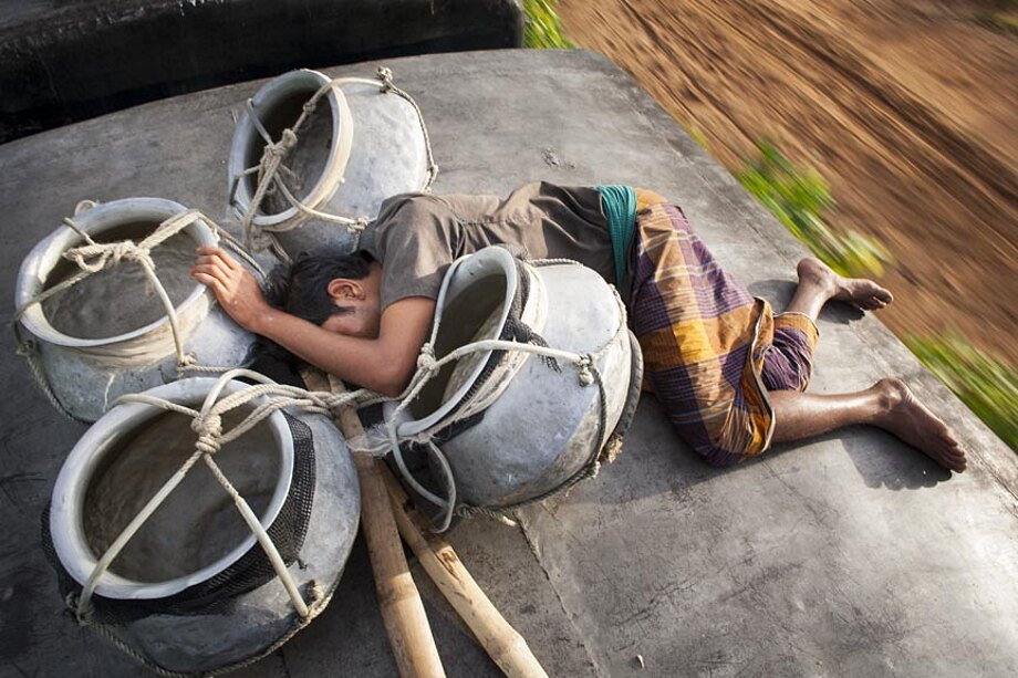 fotografia-lavoratori-bangladesh-tetto-treno-gmb-akash-03