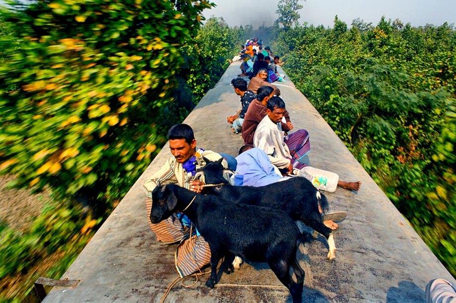 fotografia-lavoratori-bangladesh-tetto-treno-gmb-akash-04