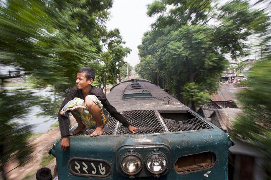 fotografia-lavoratori-bangladesh-tetto-treno-gmb-akash-05