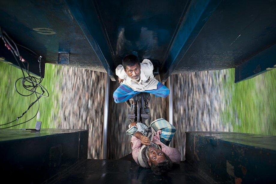 fotografia-lavoratori-bangladesh-tetto-treno-gmb-akash-06