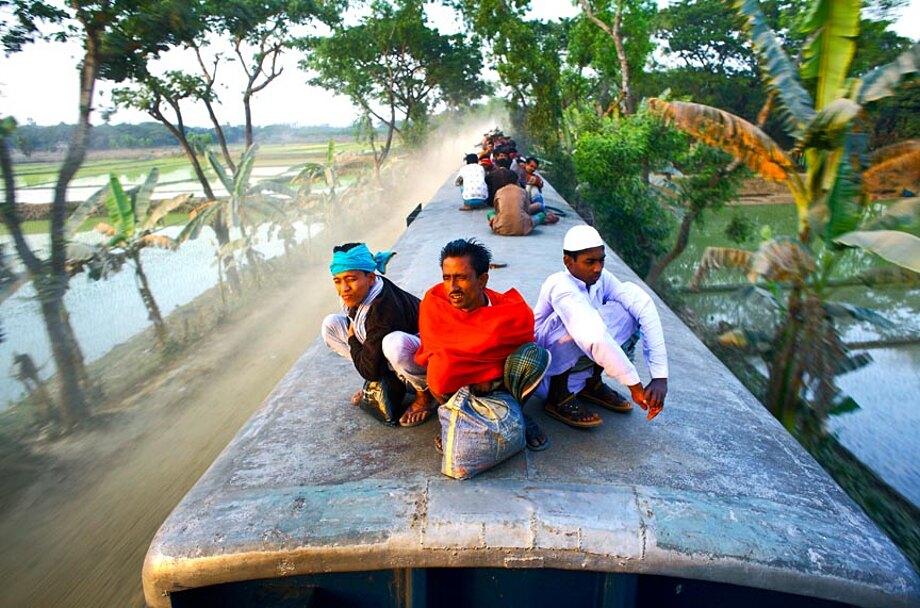 fotografia-lavoratori-bangladesh-tetto-treno-gmb-akash-07