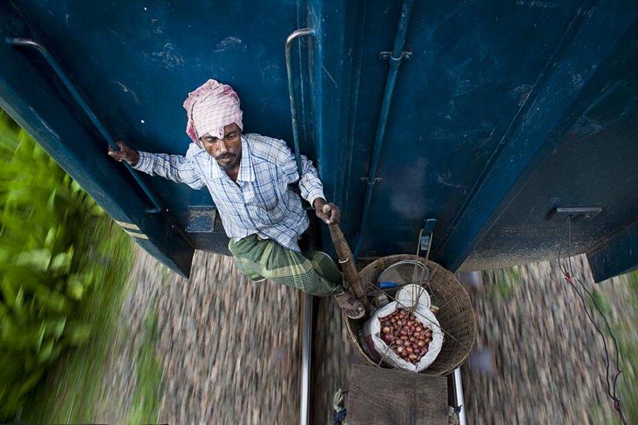 fotografia-lavoratori-bangladesh-tetto-treno-gmb-akash-11