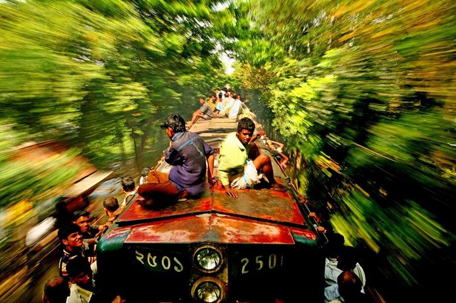 fotografia-lavoratori-bangladesh-tetto-treno-gmb-akash-12