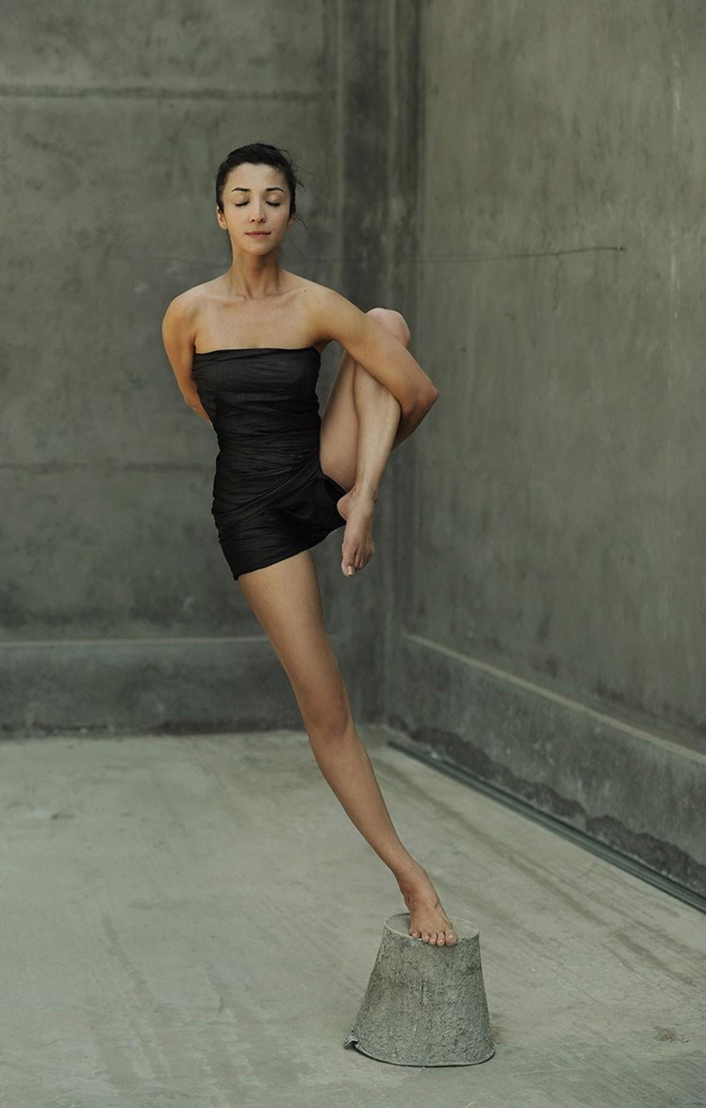 fotografia-surreale-leggerezza-donne-ravshaniya-azoulay-20