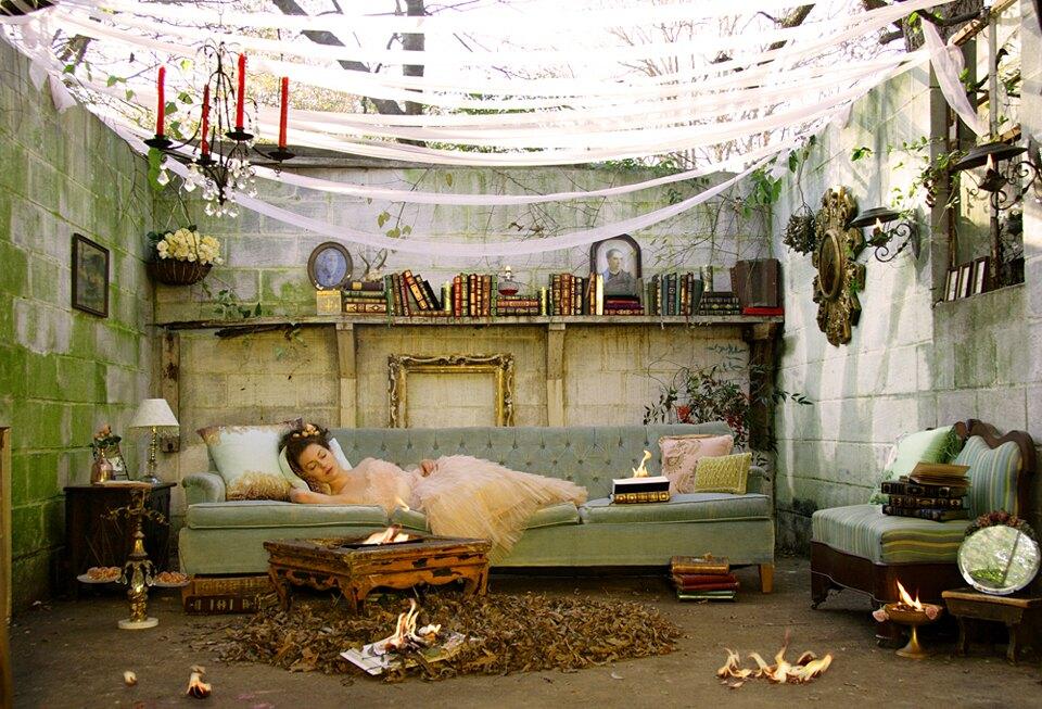 installazioni-scene-surreali-fiabesche-dorothy-oconnor-01