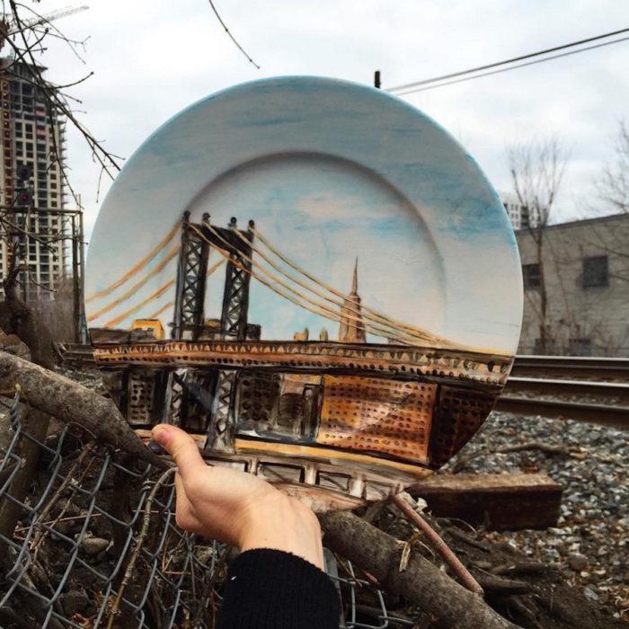 piatti-dipinti-scene-luoghi-reali-illusione-ottica-jacqueline-poirier-08