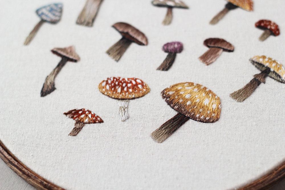 ricamo-cucito-filo-animali-funghi-emillie-ferris-02