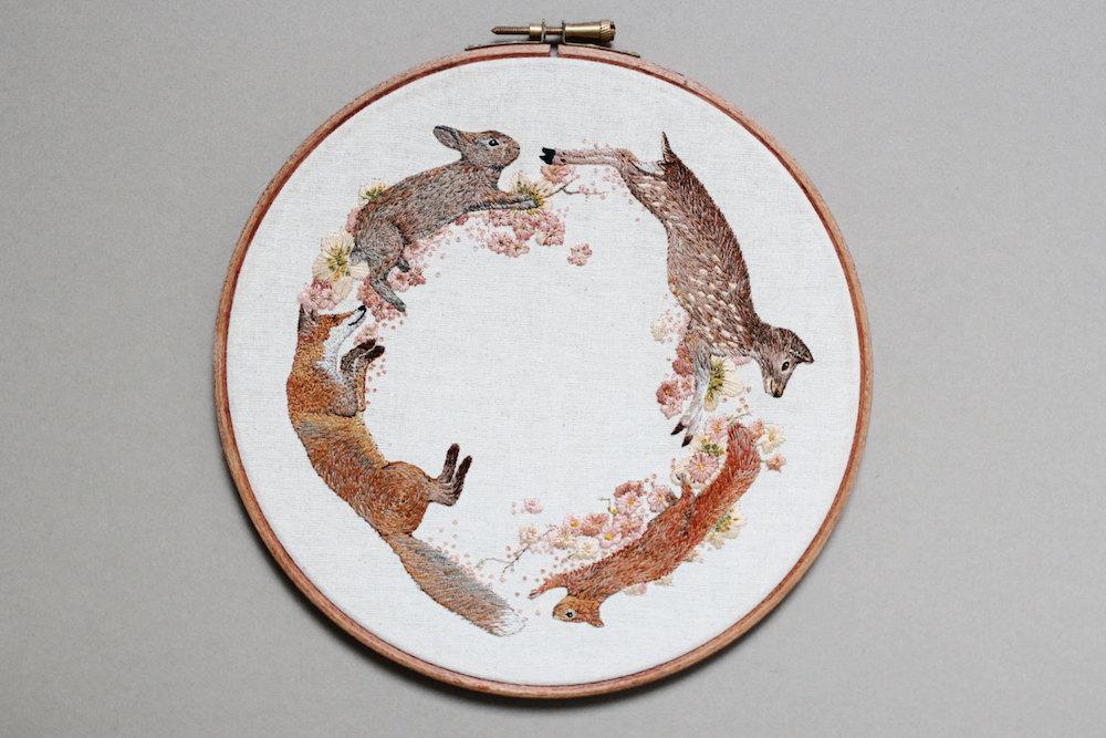 ricamo-cucito-filo-animali-funghi-emillie-ferris-04