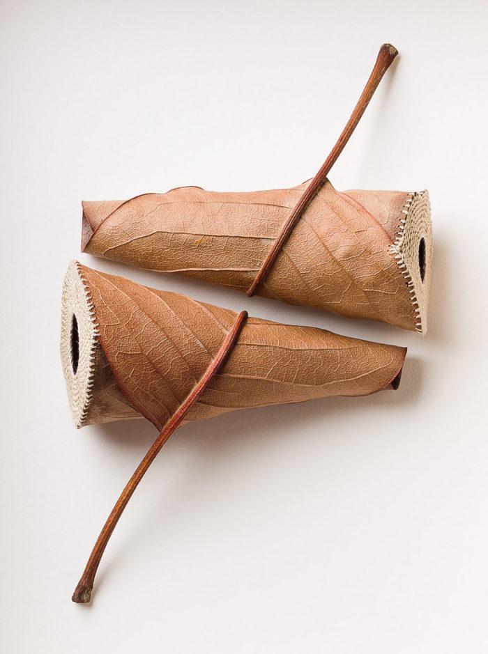 sculture-foglie-secche-uncinetto-filo-susanna-bauer-03