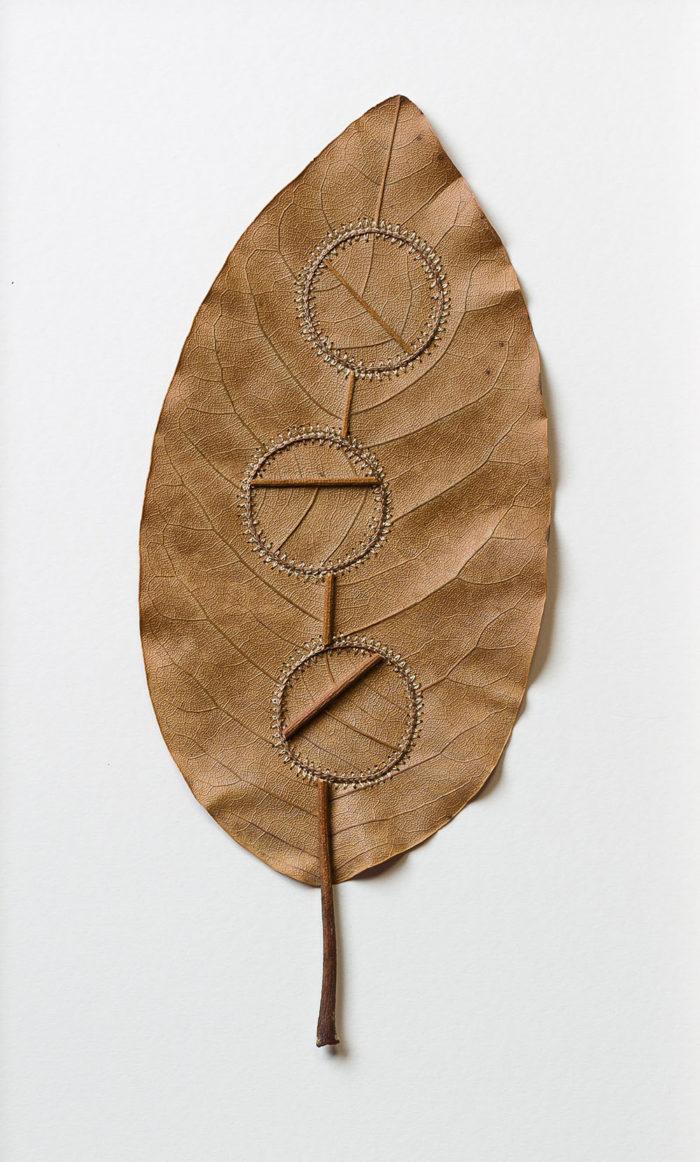 sculture-foglie-secche-uncinetto-filo-susanna-bauer-08