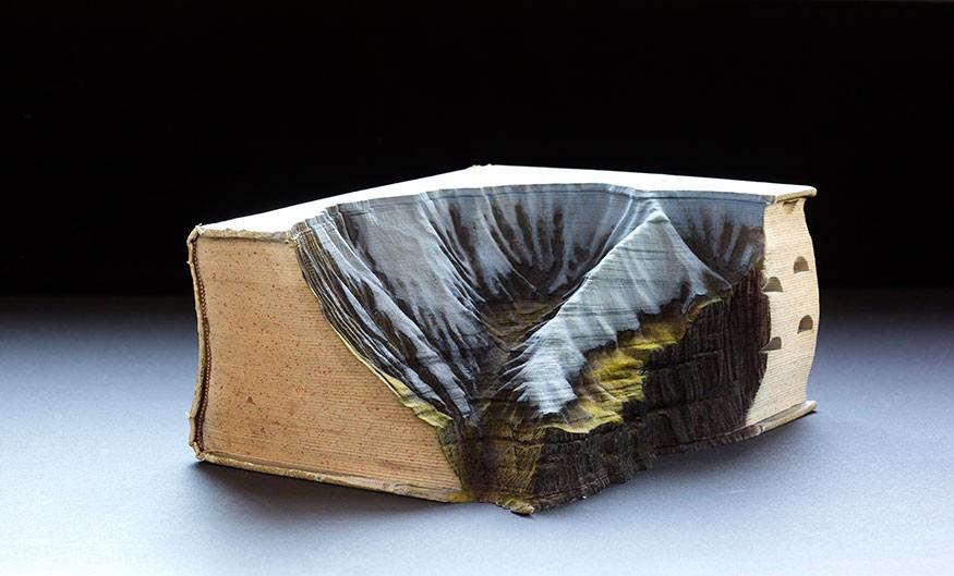 sculture-libri-incisi-montagne-guy-laramee-04