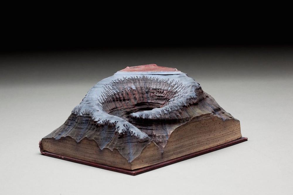 sculture-libri-incisi-montagne-guy-laramee-06