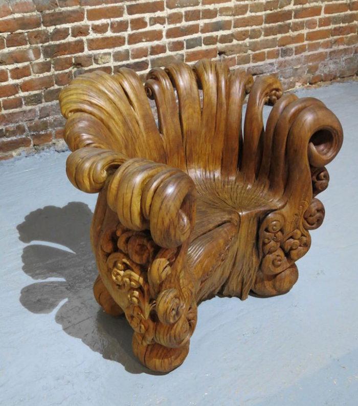 sedia-legno-scolpita-tronco-quercia-alex-johnson-01