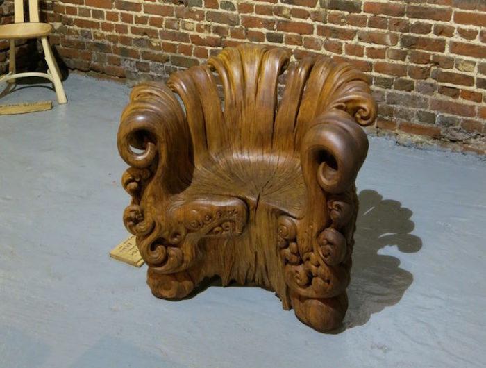 sedia-legno-scolpita-tronco-quercia-alex-johnson-11