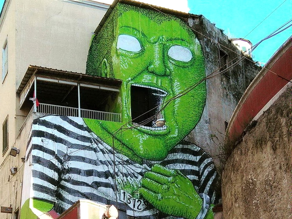 street-art-gigante-verde-napoli-detenuto-ex-carcere-blu-1