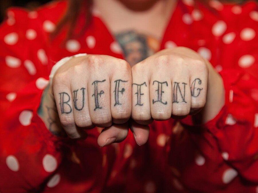 tatuaggi-dita-nocche-mani-knuckles-edward-bishop-03