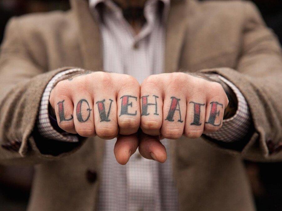 tatuaggi-dita-nocche-mani-knuckles-edward-bishop-05