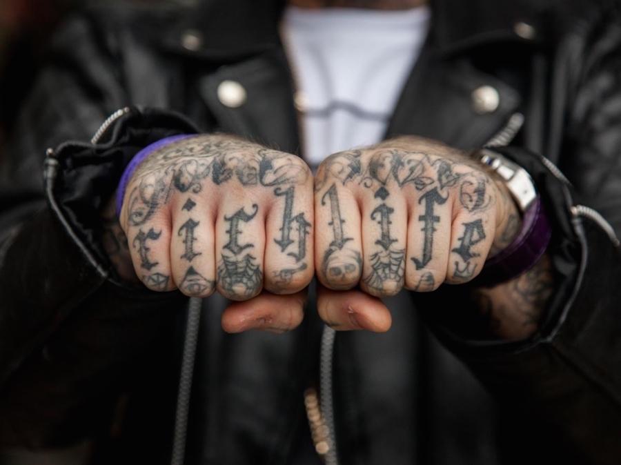 tatuaggi-dita-nocche-mani-knuckles-edward-bishop-09
