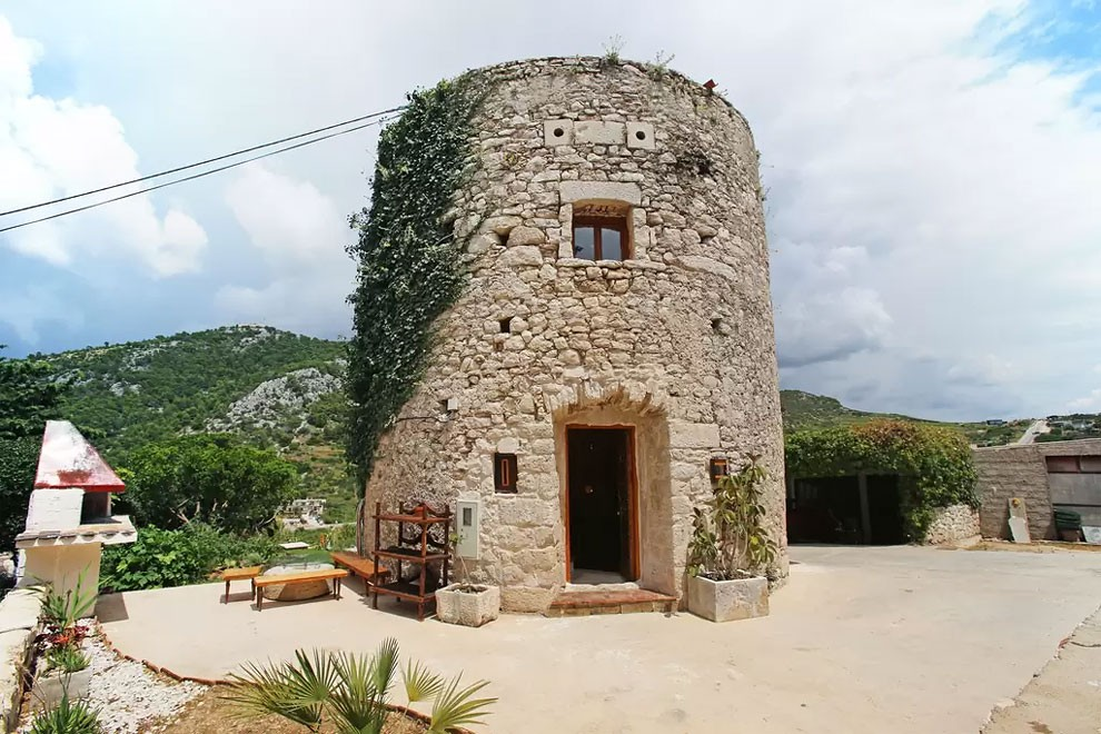 torre-mulino-antico-ristrutturato-casa-croazia-01