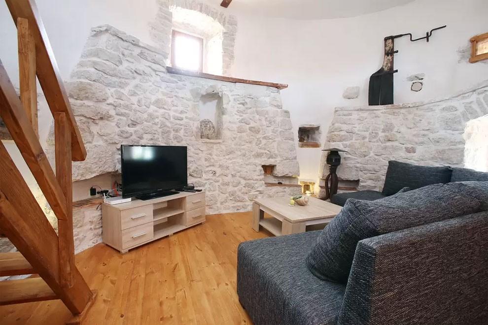 torre-mulino-antico-ristrutturato-casa-croazia-02