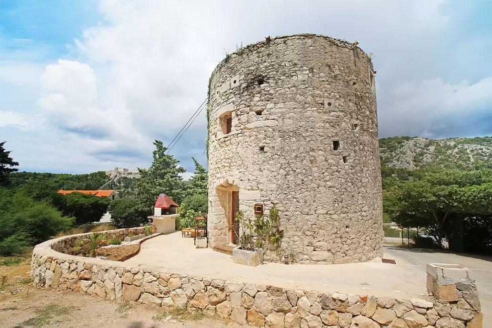 torre-mulino-antico-ristrutturato-casa-croazia-06