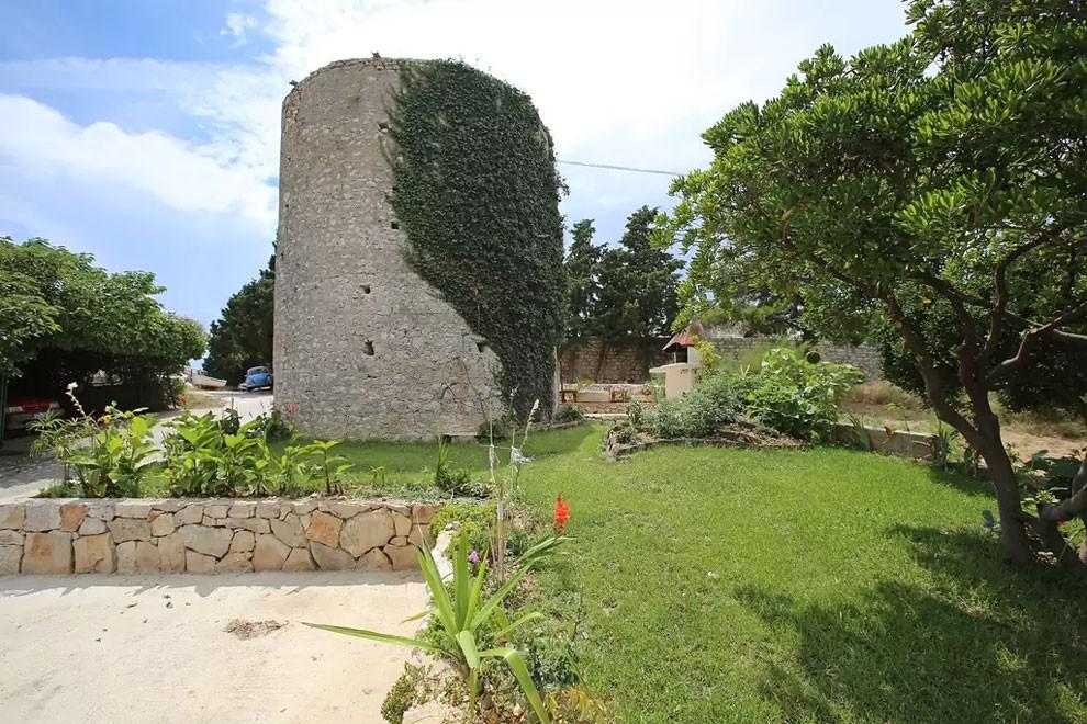 torre-mulino-antico-ristrutturato-casa-croazia-07