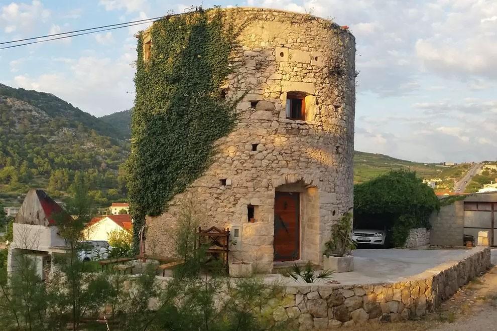torre-mulino-antico-ristrutturato-casa-croazia-09