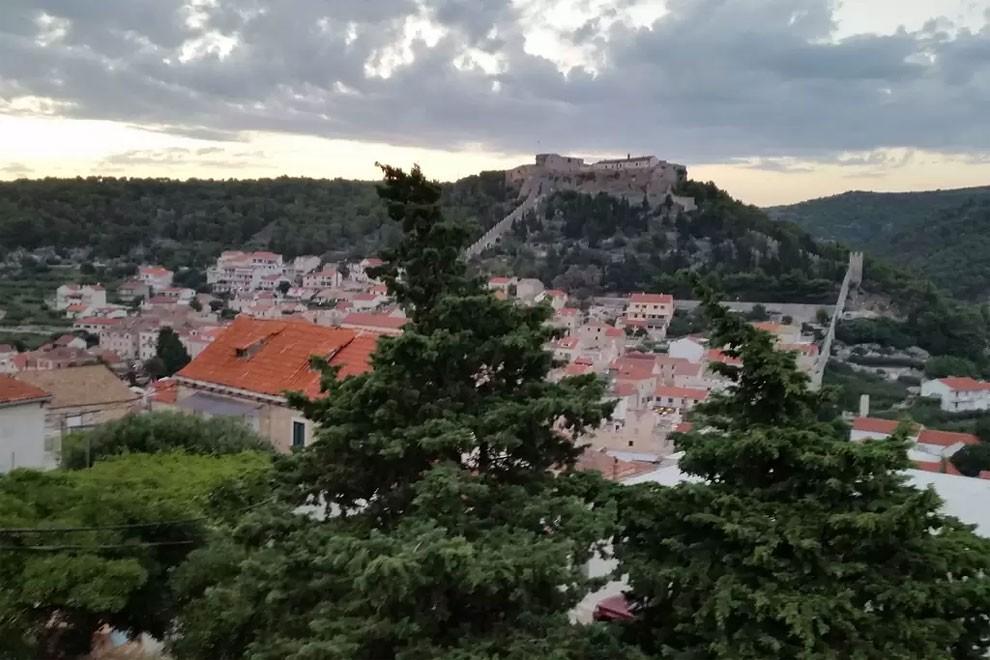 torre-mulino-antico-ristrutturato-casa-croazia-13