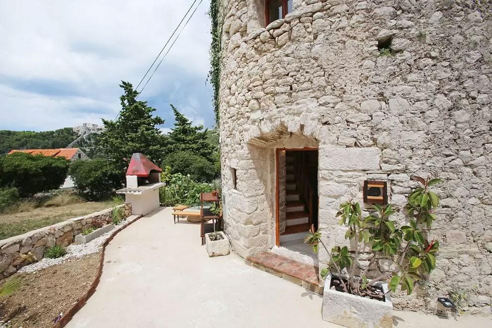 torre-mulino-antico-ristrutturato-casa-croazia-15