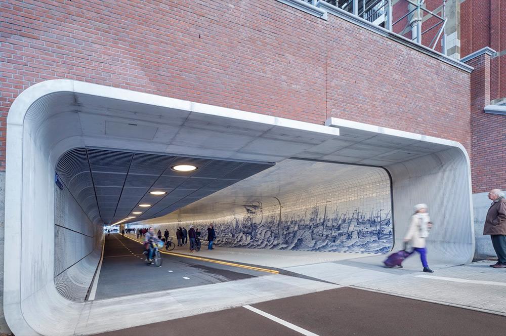 tunnel-pedonale-ciclabile-amsterdam-murale-piastrelle-cuyperspassage-1