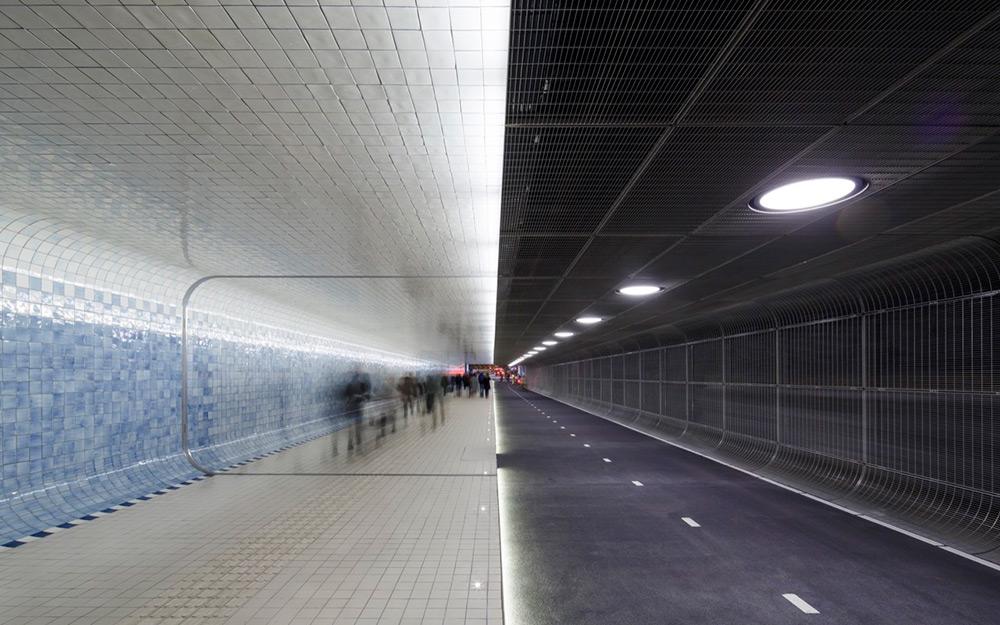 tunnel-pedonale-ciclabile-amsterdam-murale-piastrelle-cuyperspassage-4