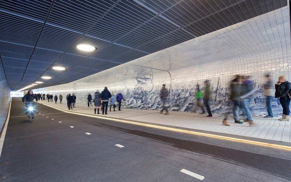 tunnel-pedonale-ciclabile-amsterdam-murale-piastrelle-cuyperspassage-7